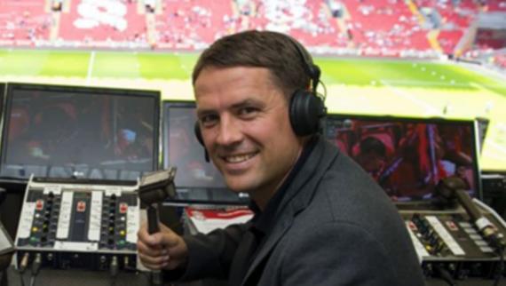 欧文分享照片,这是他在安菲尔德球场担任评论员的工作照
