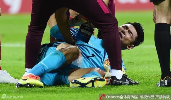 恒大门将曾诚国家队比赛受伤