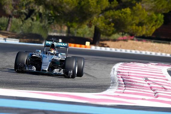 梅奔在法国保罗里卡赛道首次测试了2017款倍耐力F1轮胎