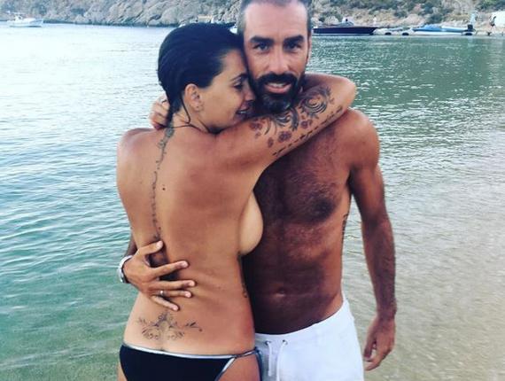 皮雷和妻子度假