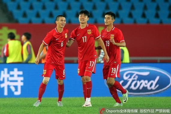 中国U19小将们庆祝胜利