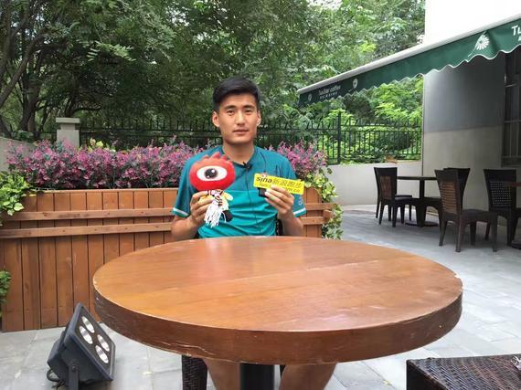 李少壮接受采访。