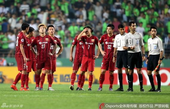 京媒:上港最年夜成绩是缺孔卡 国安战平辽足概率年夜