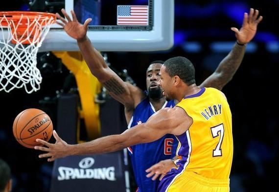 亨利重回NBA