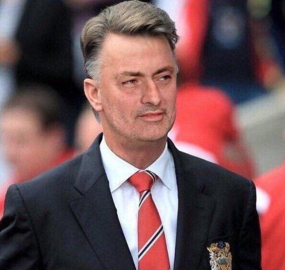 名宿吐槽穆帅:范加尔带曼联也不至于1周输3场吧