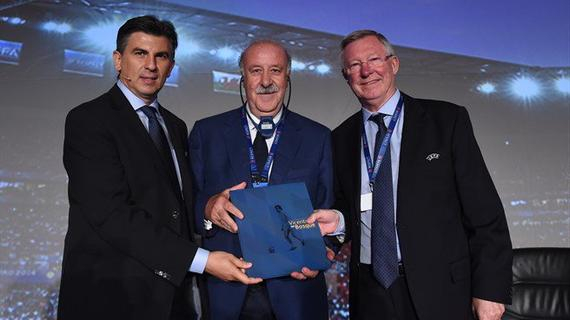 博斯克领取欧足联的奖项