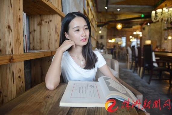 雨馨,1991年生,现为株洲新世纪艺术中心特聘钢琴教师