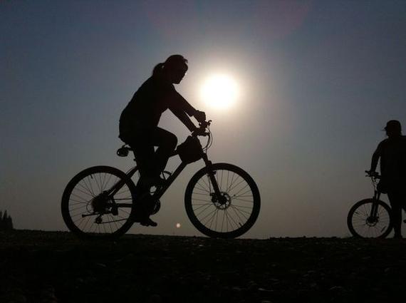 柳州天天1.5万人次租借自行车出行,低碳骑行成民风。