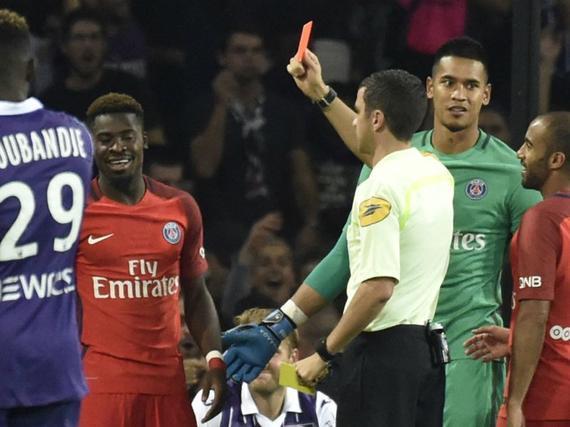 法甲-又输了!10人巴黎0-2平上赛季输球总场次