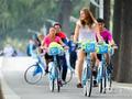 萨法洛娃骑单车游东湖(图)