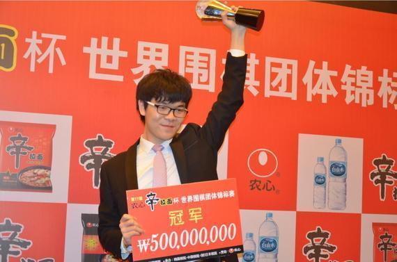 上届农心杯中国队主将柯洁立功夺冠