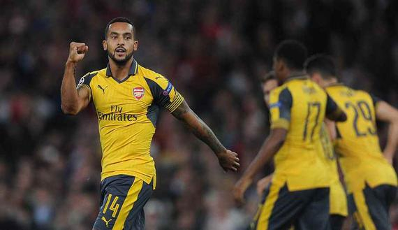 The champions league - walcott two goals to help Arsenal 2-0 victory in Paris 3-1 guest