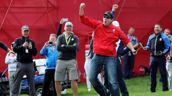 戴夫模仿老虎-伍兹的庆祝方式