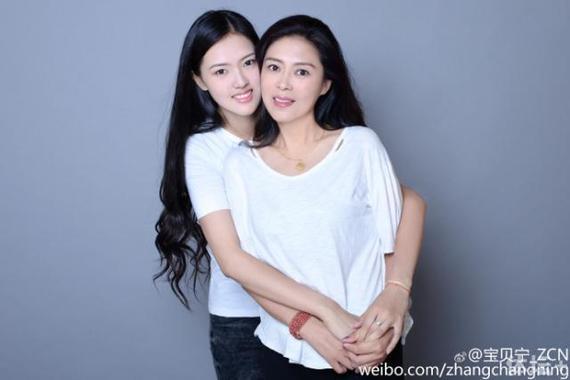 张常宁和母亲就像一对姐妹花