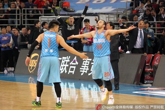 新疆队在上赛季季后赛首轮中淘汰了北京