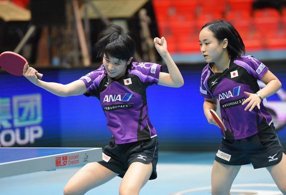 日本两位00后选手平野美宇(左)和伊藤美诚(右)