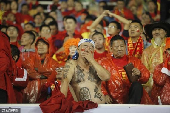 国足表现令球迷心痛…