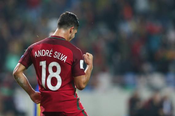 在葡萄牙国家队 安德烈-席尔瓦身披18号球衣