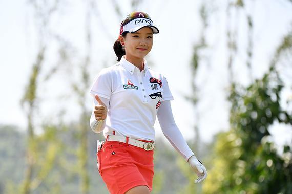 石昱婷以3杆优势获得半程领先