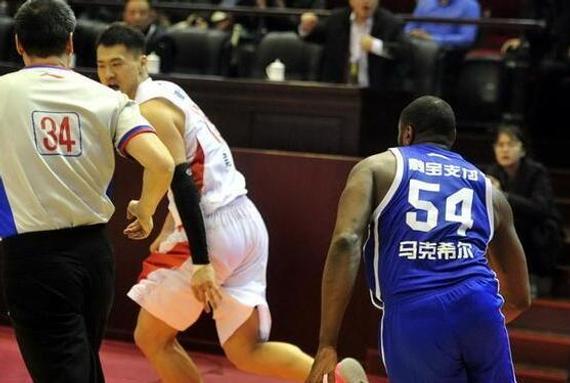 山东队吴轲因为与马克希尔发生的冲突而被禁赛10场