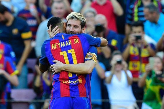 梅西和内马尔庆祝进球