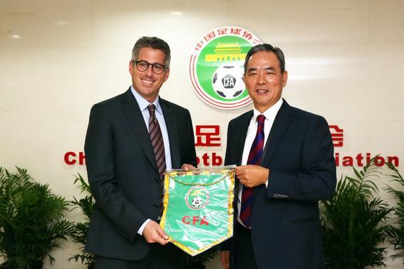 国家足协主席蔡振华老师欢送WMG开创人及董事长凯西老师到访