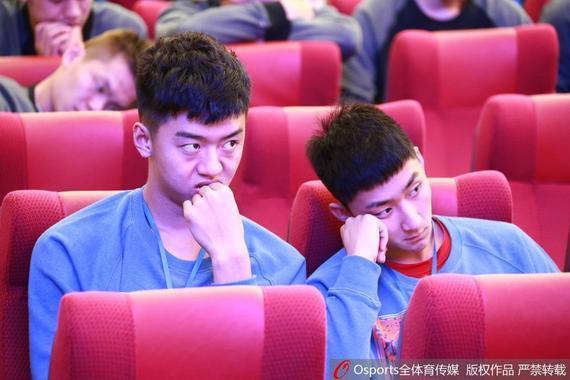 姚天一(右)无缘新赛季