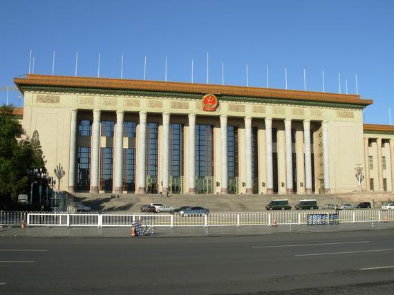 江苏男篮在人民大会堂开会 美女新闻官直播