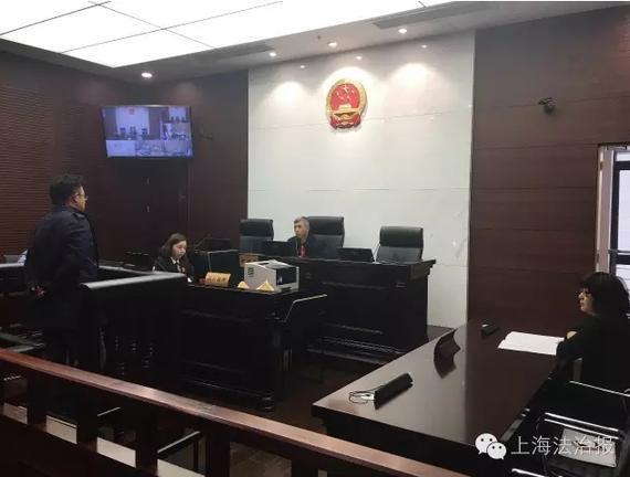 午报:申花球迷毁上港大巴被拘