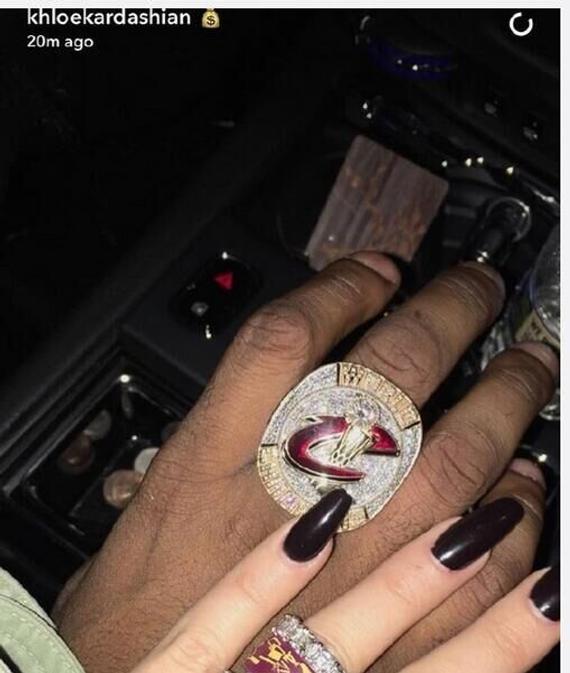 卡戴珊晒TT冠军戒指示爱 俩人真准备结婚了?