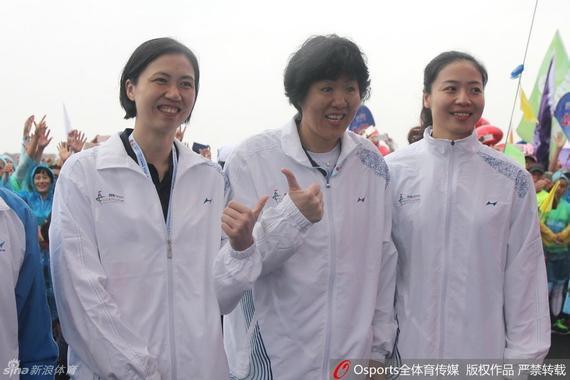 周苏红(左)、郎平(中)、魏秋月(右)师徒三人合影
