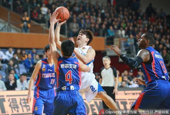 青岛以111-97战胜天津