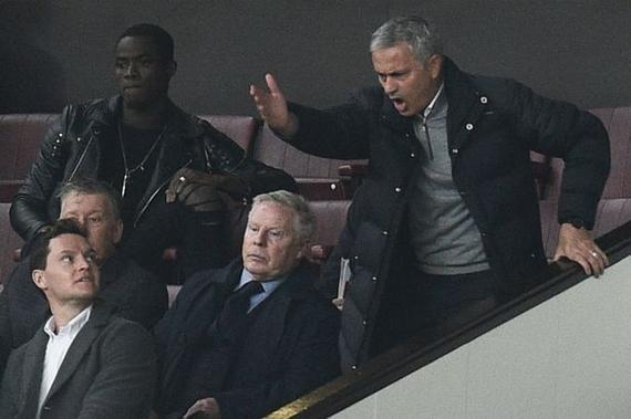 穆里尼奥只能在看台上指挥比赛