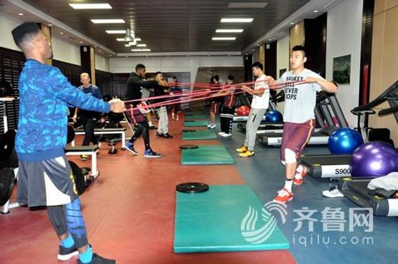 山东队在赛前训练中