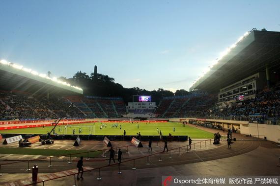 富力官方发布越秀山体育场草坪施工公告 为期4个月
