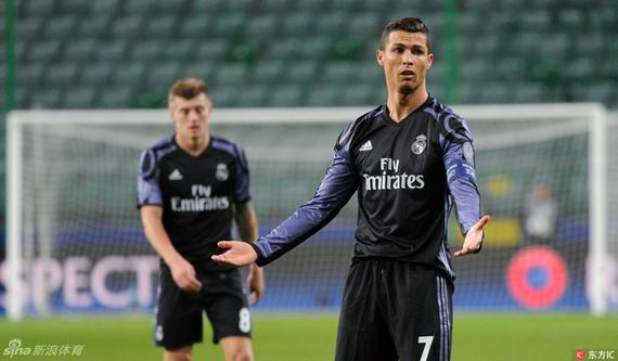 Real Madrid players have an attitude problem? A little zinedine zidane has complained about 5 times