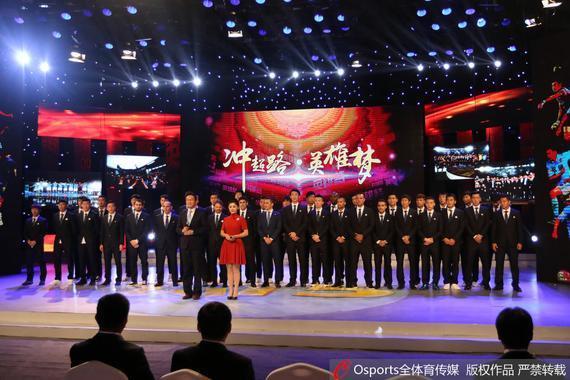天津权健录制节目庆祝冲超成功