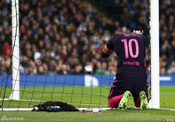 输球后,梅西十分的失落和恼怒