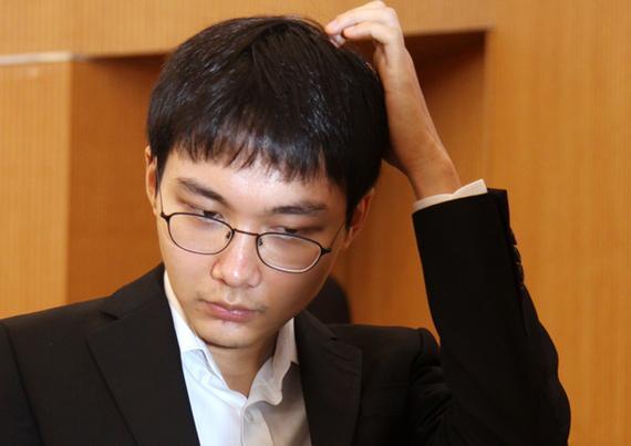 10月韩国积分榜朴廷桓暴跌 申真谞紧追李世石