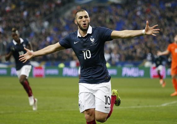 本泽马何时才能再披上这一身法国队的战袍?