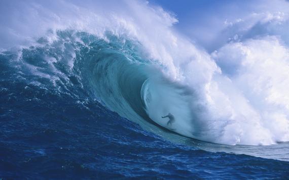 游客冲浪被矿泉水瓶砸伤 三亚上海联合调解破僵局