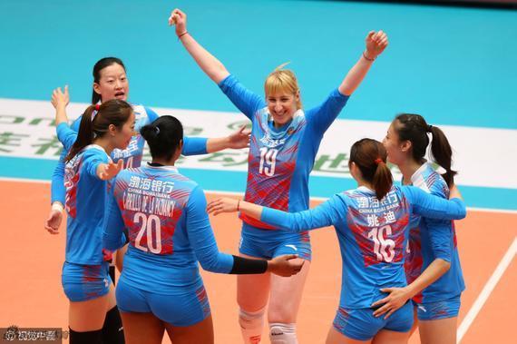 米哈伊洛维奇与队友庆祝