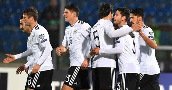 德国8-0客胜领跑