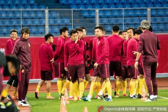 国足即将在世预赛PK卡塔尔
