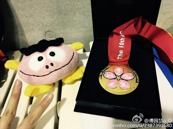 亚锦赛金牌很漂亮