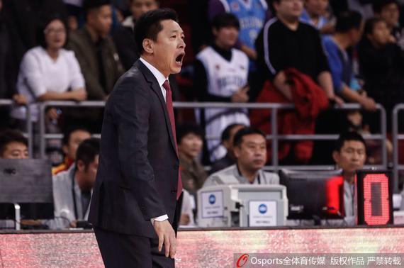 李春江在比赛中指挥