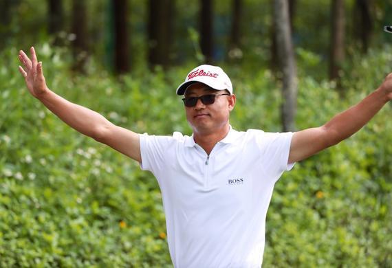 41岁老将吴红富首轮领先