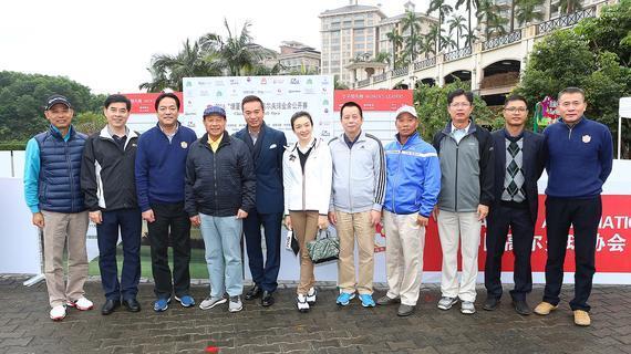 中国业余公开赛开幕式嘉宾合影,右一为庞政