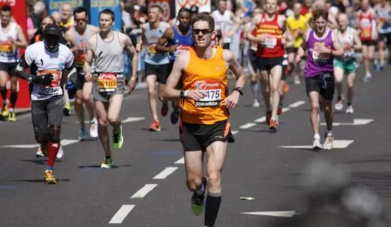 马拉松选手猝死时有发生,有些免责条款并不全然有效。