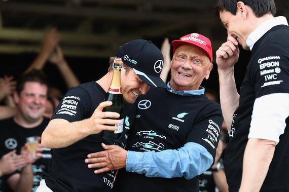 梅赛德斯-AMG车队成就F1年度三连冠